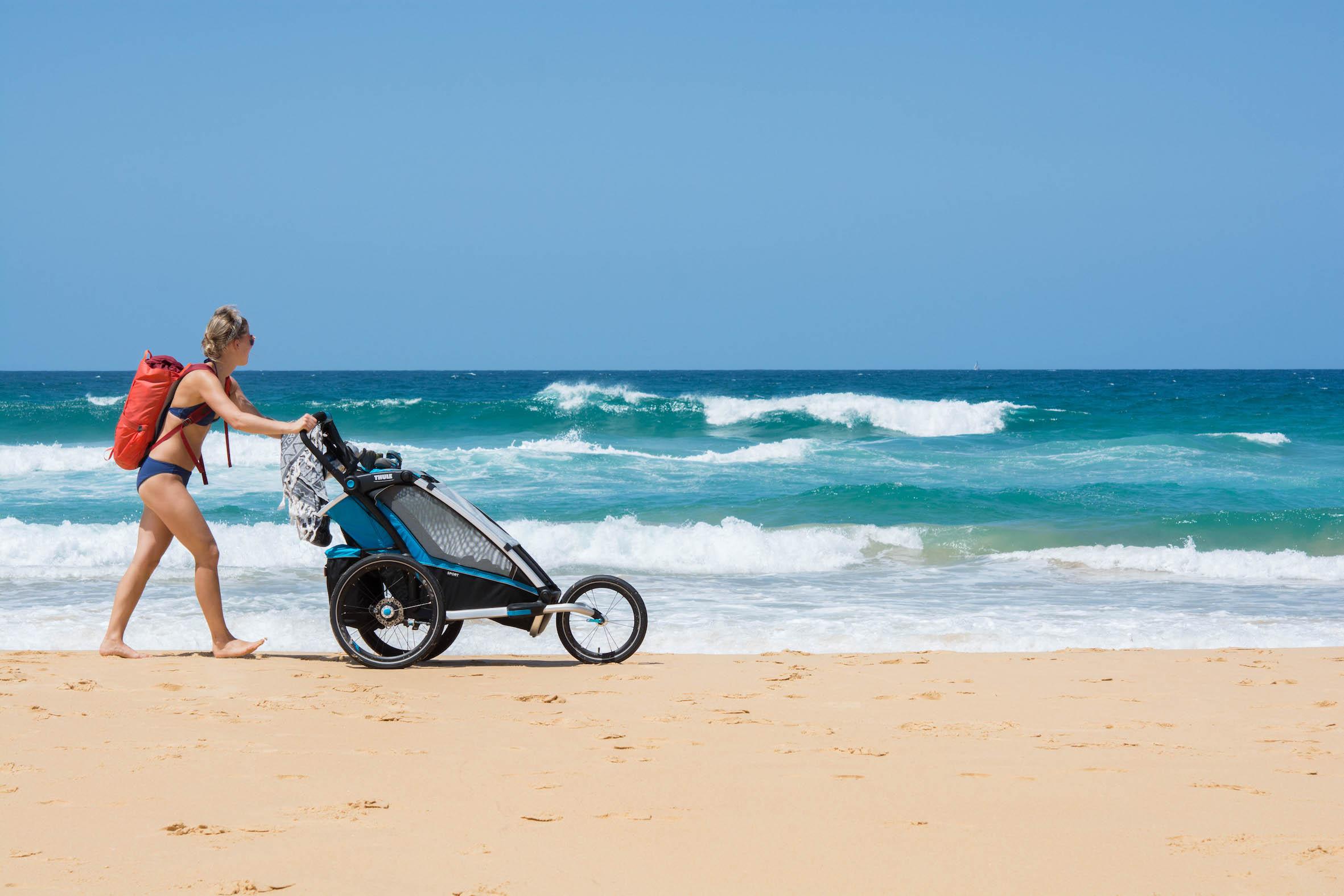 Packa lätt för en dag på stranden Aktivt familjeliv